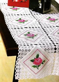 Super crochet ideas for home decor tutorials Ideas Crochet Cushion Cover, Crochet Cushions, Crochet Quilt, Crochet Tablecloth, Thread Crochet, Filet Crochet, Crochet Doilies, Diy Crafts Crochet, Crochet Home