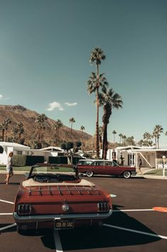 25 Photos to Inspire You to Attend Modernism Week in Palm Springs - Kaylchip Aesthetic Backgrounds, Aesthetic Iphone Wallpaper, Aesthetic Wallpapers, City Aesthetic, Aesthetic Vintage, Retro Wallpaper, Wallpaper Backgrounds, Modernism Week, Retro Photography
