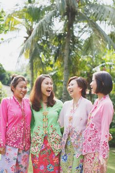 Bride and bridesmaids in traditional Peranakan kebayas // A Midsummer Night's Dream-Inspired Wedding with Two Paolo Sebastian Dresses