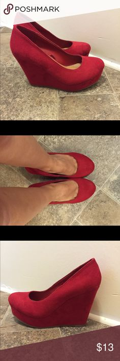 Red velvet wedges These shoes are from Rue 21 and are an adorable addition to your date night wardrobe! (Or I wore them to my bachelorette party👌🏼) They are a size Small 6/7 which is how Rue 21 sizes things apparently. There are a couple of small scuffs on the right toe as shown, but they barely detract from the look of the shoe. They do hurt my feet some and are increasingly hard to wear now that I am carrying a 1 year old, a baby bag, and a purse around. So take that into consideration…
