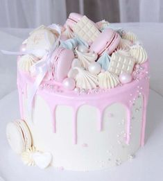 Girlish cake in tender pink and white garnished with meringues, white chocolate bars, macaroni and pearls. Pretty Birthday Cakes, Pretty Cakes, Beautiful Cakes, Amazing Cakes, Cake Birthday, Birthday Ideas, Bolo Drip Cake, Drip Cakes, Crazy Cakes
