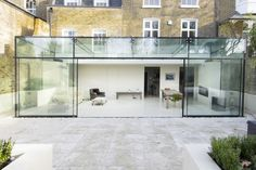 Good Small Conservatory Interior Design Ideas - Page 34 of 40 Cantilever Architecture, Modern Windows And Doors, Modern Conservatory, Glass Porch, Terrasse Design, Glass Extension, Extension Designs, Interior And Exterior, Interior Design