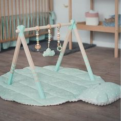 GYM, TOYS & MAT - wooden play gym, play mat + teething toys - baby gym set - gym with hangers and mat, baby gym toys - Fitness-Studio Spielzeug & MAT Holz Spiel Gym Spielmatte La mejor imagen sobre diy para tu gusto Es - Baby Activity Gym, Montessori Baby Toys, Montessori Bedroom, Wood Games, Diy Bebe, Play Gym, Teething Toys, Baby Teething, Baby Play
