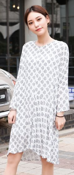 This dress shows the rhythm of repetition. It gives the dress a lot of movement. Korean Lady, Korean Women, Asian Style, Korean Style, Minimalist Style, Minimalist Fashion, Korean Street Fashion, Girly Girl, Seoul
