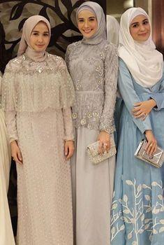 Baju pesta muslim aawwww so pretty Hijab Gown, Kebaya Hijab, Hijab Dress Party, Kebaya Dress, Dress Pesta, Dress Brokat Muslim, Muslim Dress, Kebaya Muslim, Muslim Hijab