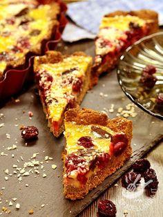 La Crostata alla crema di zabaione e mirtilli: un dolce dal sapore intrigante, arricchito, cremoso e croccante allo stesso tempo.