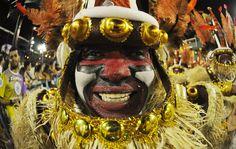 Veja fotos do 1º dia de desfiles do carnaval em Rio de Janeiro