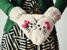 Baby Knitting Patterns Gloves Crochet and knitting patterns and ideas Baby Knitting Patterns, Arm Knitting, Crochet Patterns, Bonnet Crochet, Crochet Gloves, Knit Crochet, Kitten Mittens, Knit Mittens, Arm Crocheting
