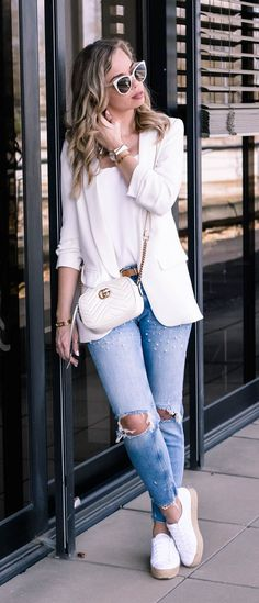 5 Spring Wardrobe Staples every woman needs in her closet. Casual Chic Outfit with Gucci Marmont Bag, blazer, denim with pearls and Keds Espradrilles, classy and chic!
