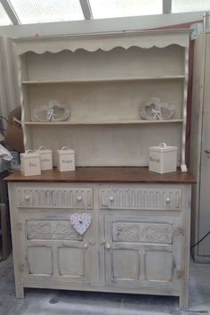 Gorgeous welsh dresser - Ideas Jug Vase, bunting, candles and candle sticks Cups, Plates, Hearts, glass container