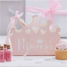 A party box or party food tray is a great way to serve your party tea. Exclusive designs, themed parties, kids partyware and party supplies Assorted Plain Colour Party Boxes Princess Bridal Showers, Pink Princess Party, Princess Party Supplies, Baby Shower Princess, Princess Birthday, Princess Tiara, Party Box, Happy Birthday, Girl Birthday