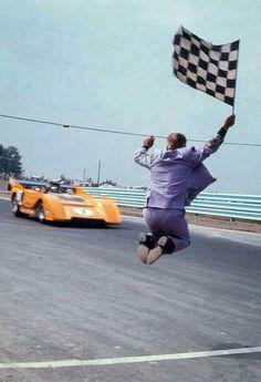 1971 Can-Am, Watkins Glen : Peter Revson, McLaren M8F #7, McLaren Cars Ltd. Winner (ph: © Hines)