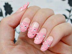 Ida-Marian kynnet / Light pink nails with pearls and rhinestones / #Nails #Nailart