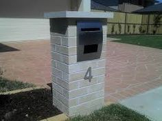 Really like how CLEAN and flat the brick looks on this mailbox