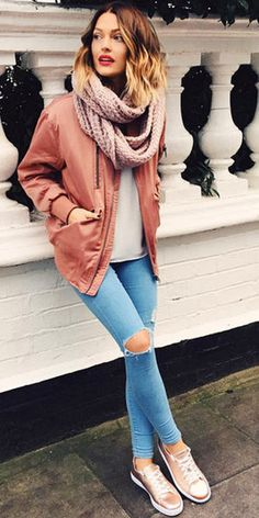 One of the best ways to style out sneakers for a perfect outfit. French Chic Fashion, Look Fashion, Mode Outfits, Casual Outfits, Fashion Outfits, Fall Winter Outfits, Autumn Winter Fashion, Mode Inspiration, Mode Style