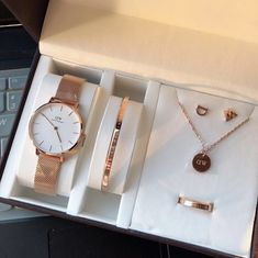 Stylish Watches For Girls, Trendy Watches, Dw Watch, Moon And Star Ring, Fancy Watches, Fantasy Jewelry, Cute Jewelry, Fashion Watches, Bracelet Watch
