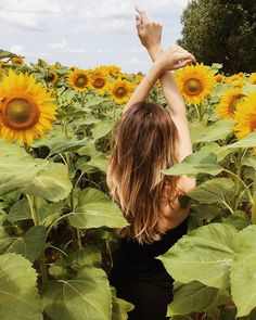 Sunflower Photography, Autumn Photography, Fashion Photography Poses, Digital Photography, Sunflower Field Pictures, Best Photo Poses, Good Day Sunshine, Sunflower Fields, Insta Pictures