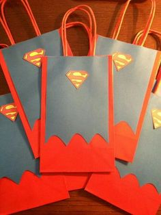SUPERMAN gift bags We can make these for the prizes to games 2 Birthday, Superman Birthday Party, Batman Party, 6th Birthday Parties, Superhero Party, Superman Party Favors, Superman Gifts, Party Bags, Gift Bags