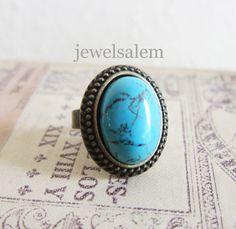 Se trata de un anillo de piedras preciosas única con piedra turquesa, 13x18mm medir, de forma oval. El ajuste es de alta calidad, resistente al