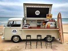 Good morning chic @ s! And we started the week by presenting our latest acquisition ! It's amazing Food Truck that will make your guests meaningless! Food Trucks, Kombi Food Truck, Kombi Trailer, Food Trailer, Food Truck Business, Food Cart Design, Food Truck Design, Volkswagen Bus, Vw T1