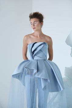Fashion Models, Fashion Show, Fashion Design, Elegant Dresses, Beautiful Dresses, Geometric Fashion, Dresscode, Sculptural Fashion, Couture Collection