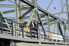 Met collega Nieboer op de Hefbrug
