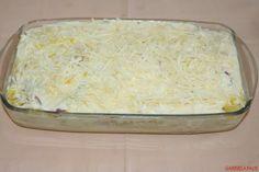 Cartofi gratinati la cuptor cu branza, cascaval, sunca, oua si smantana Macaroni And Cheese, Grains, Dairy, Rice, Ethnic Recipes, Mariana, Essen, Mac And Cheese, Seeds