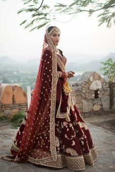 Ideas for indian bridal wear lehenga desi wedding Indian Lehenga, Indian Wedding Lehenga, Bridal Lehenga Choli, Red Lehenga, Lehenga Wedding Bridal, Lehanga Bridal, Punjabi Lehenga, Wedding Hijab, Saree
