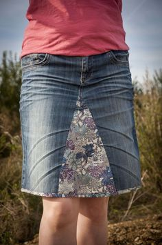 Good idea for worn jeans - Do it Yourself Clothes Sewing Clothes, Diy Clothes, Jean Diy, Mode Jeans, Altering Clothes, Denim And Lace, Recycled Denim, Clothing Hacks, Denim Outfit