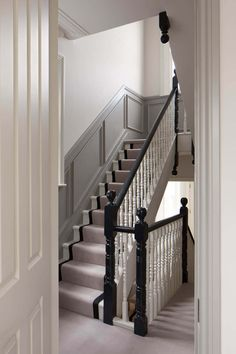 Situated within a prominent conservation area in Chiswick, this Victorian house has undergone a complete Hughes Development's refurbishment. Victorian House Interiors, Victorian Terrace House, Georgian Interiors, Georgian Homes, Victorian Homes, Victorian Townhouse, London Townhouse, 1930s House, Victorian Hallway