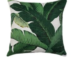 Tommy Bahama TBO Swaying Palm Aloe This beautiful indoor/outdoor pillow features tropical banana leaf / palm leaf print in shades of green with black on a creamy ivory background. A great way to accent your outdoor space with a pop of color. It is fade r Green Pillow Covers, Green Throw Pillows, Outdoor Throw Pillows, Accent Pillows, Décor Pillows, Tommy Bahama, Vert Turquoise, Outdoor Cushion Covers, Palmiers