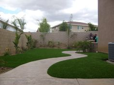 Our synthetic turf and artificial grass is engineered for use in landscaping turf. Learn more and get a free consultation from SYNLawn® San Diego.Yard Landscaped with SYNLawn (8)