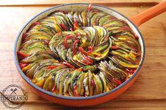 RATATOUILLE - Deliciosa receita de ratatouille . Legumes assados em molho de tomate, prefeito para acompanhamento   temperando.com #ratatouille #acompanhamento #receita