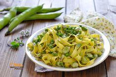 Pasta con fave e piselli - Ricetta vegetariana veloce e gustosa Spaghetti, Pasta, Olive, Ethnic Recipes, Food, Vegetarian, Chicken, Tagliatelle, Essen