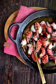蛸のガーリックオイル - Octopus Garlic Oil. Octopus Recipes, Fish Recipes, Seafood Recipes, Asian Recipes, Snack Recipes, Western Food, Cast Iron Cooking, Food Design, Japanese Food
