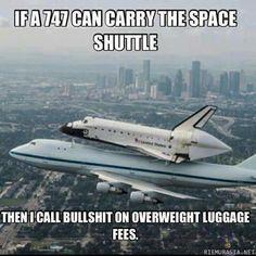 Jos jumbojet pystyy kantamaan avaruussukkulan, en oikein välittäisi maksaa ylipainomaksua matkalaukuista.