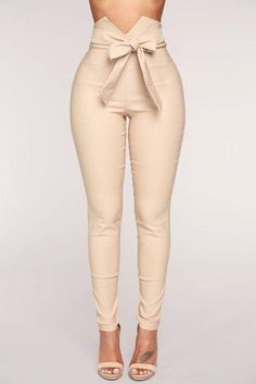 Shop pants for women for everyday styles and the latest trends. We have wide leg pants, skin-tight leather pants, cozy jogger pants, dressy pants, work-approved trousers and more at Fashion Nova. Black Girl Fashion, New Fashion, Womens Fashion, Cheap Fashion, Work Fashion, Fashion 2017, Trendy Fashion, Fashion Bella, White Fashion