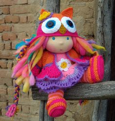 I love the details that Dani Pavlova on Etsy adds to her dolls.  So adorable!   genius!