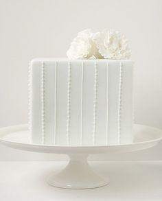 Cake Fondant Square White Weddings Ideas For 2019 White Square Wedding Cakes, Small Wedding Cakes, Gorgeous Cakes, Pretty Cakes, Candybar Wedding, Cookies Decorados, White Cakes, Gateaux Cake, Square Cakes