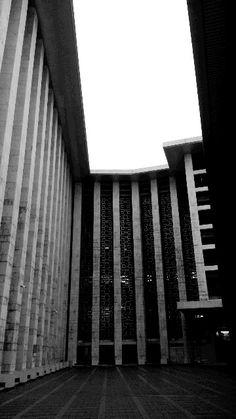 Facade, istiqlal mosque
