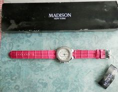 Montre femme, strass SWAROVSKI et bracelet rose fushia MADISSON New York