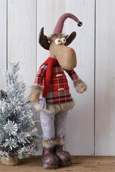 Snow Lodge Standing Moose This cozy standing moose doll adds a warm, lodge style holiday look to your Christmas decorating! He wears a red and grey plaid jacket, accented with fur, with jingle bell and wooden buttons. Christmas Lodge, Christmas Gnome, Christmas Projects, Red Christmas, Christmas Themes, Holiday Crafts, Moose Decor, Fur Decor, Moose Crafts