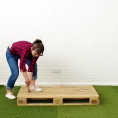 Easy pallet ideas you wood like to try. Hugging face - Easy pallet ideas you wood like to try. Hugging face The Effective Pictures We - Diy Furniture Videos, Diy Furniture Projects, Diy Projects, Garden Projects, Garden Ideas, Backyard Ideas, Wooden Pallet Projects, Diy Pallet Furniture, Garden Furniture