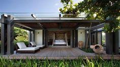 Casa-refúgio com 530 m² e cinco suítes se integra à paisagem de Trancoso