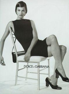 Linda Evangelista by Steven Meisel Dolce & Gabbana Fall/Winter 1995 Steven Meisel, 90s Fashion, Fashion Models, Vintage Fashion, Runway Fashion, Vintage Style, High Fashion, Fashion Stores, Vintage Clothing