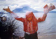 Maya-Schamanin am Atitlan-See (Guatemala); Saola Cavazzana