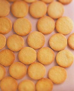 薄力粉1と1/4カップ(約120g) バター(食塩不使用) 1切れ(約50g) 卵黄 Mサイズ1個分 グラニュー糖 1/4カップ(約40g) 塩 少々