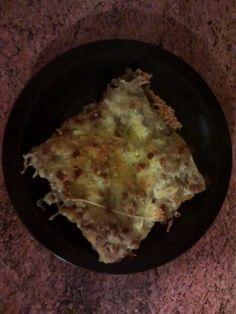 Pastelón . carne, tocino, queso, platano maduro.
