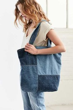 The perfect companion for class + beach days alike, you'll never leave the house without this oversized denim tote bag, Denim Patchwork, Patchwork Bags, Denim Quilts, Denim Tote Bags, Denim Bags From Jeans, Diy Sac, Denim Ideas, Denim Crafts, Recycle Jeans