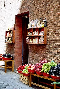 grocer in Sienna ... love how they always present the cabbages in such an artful way